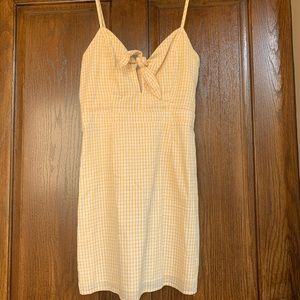 LULU'S WHITE AND YELLOW TIE FRONT DRESS